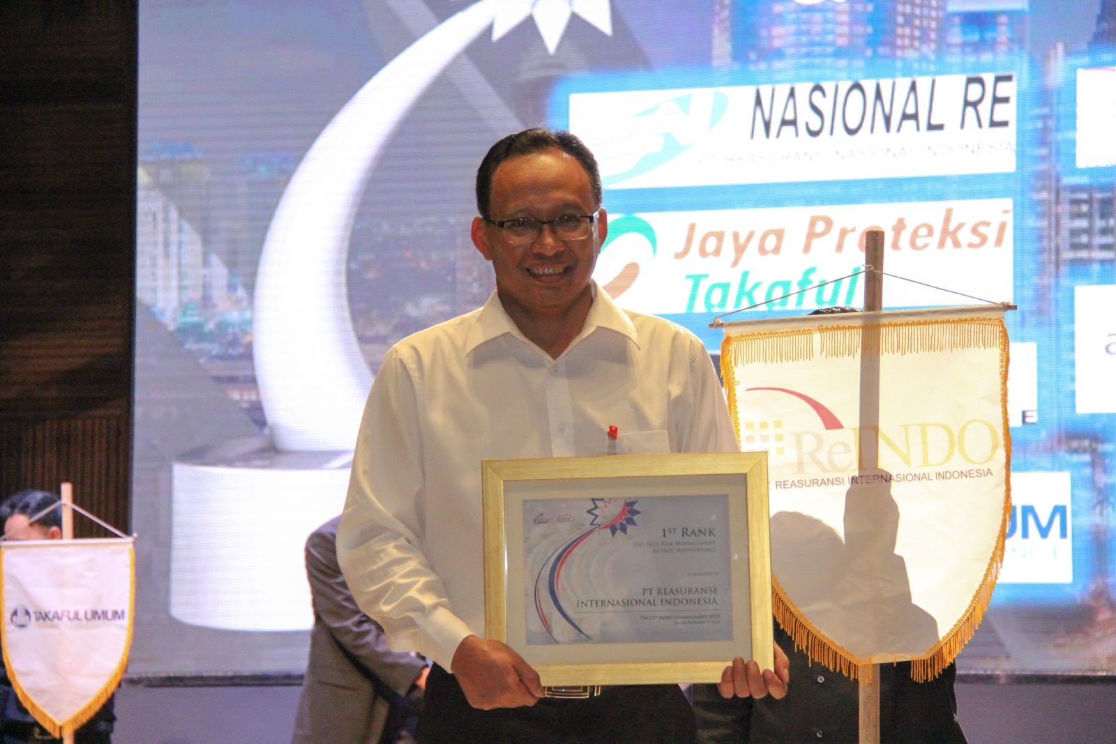 ReINDO Menerima Penghargaan 1 st Rank The Best Islamic Reinsurance dan 1st Rank The Best Risk Management Islamic Reinsurance